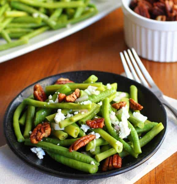 green beans with spiced pecans