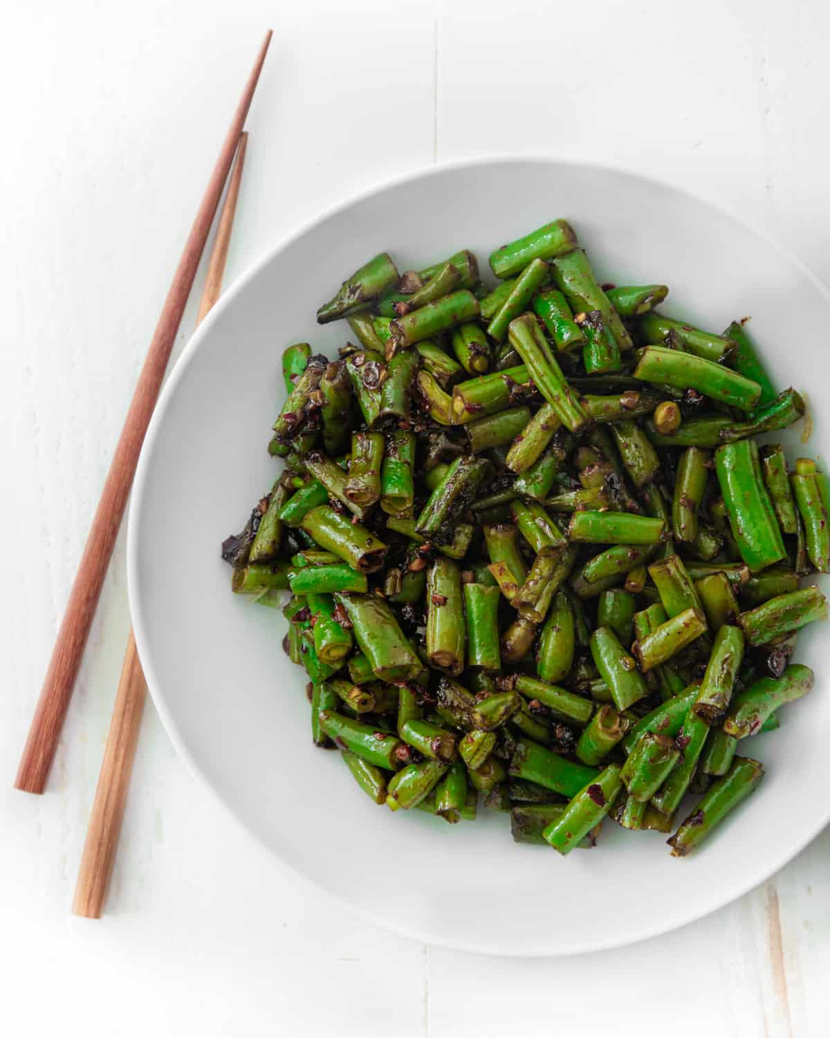 cooked green beans in a white bowl