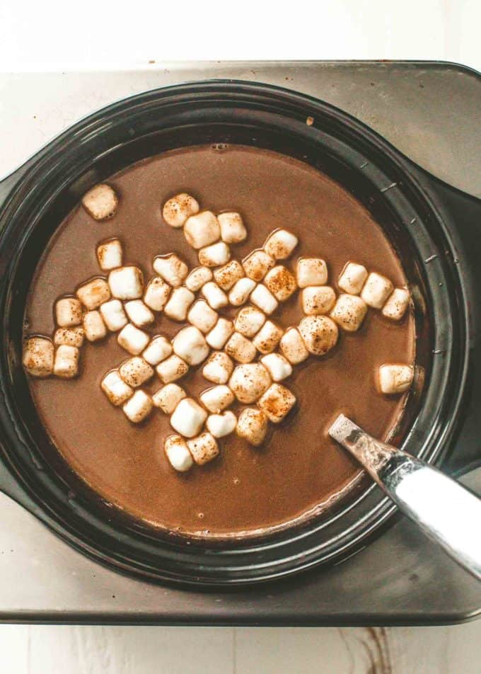 slow cooker hot chocolate with marshmallows