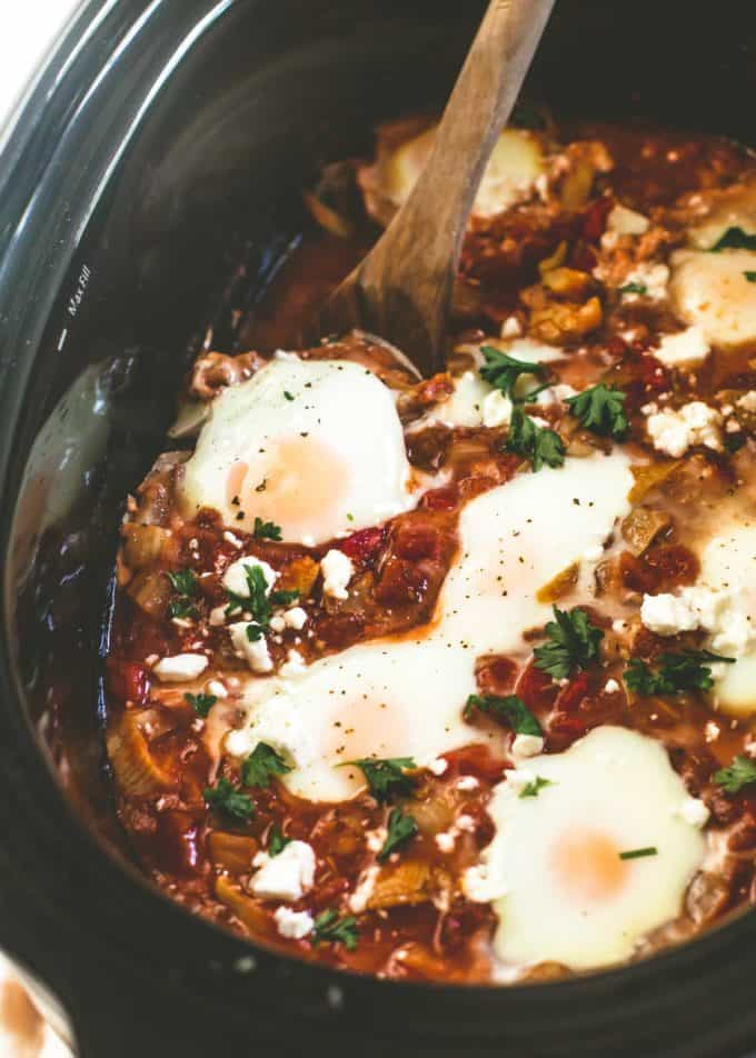 adding eggs to slow cooker shakshuka