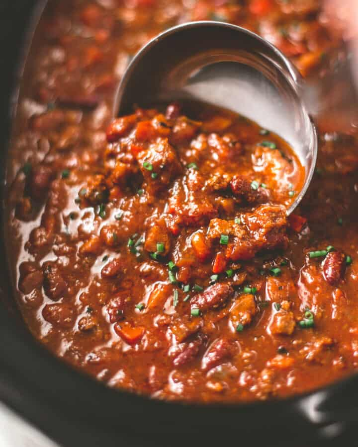 classic beef chili in the slow cooker