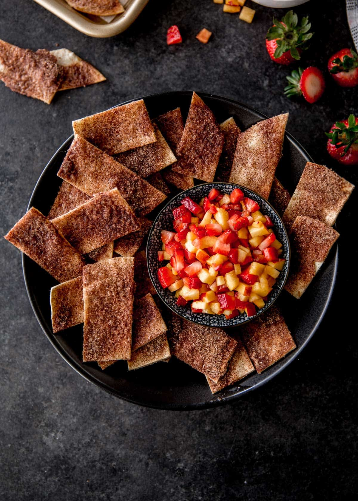 cinnamon chips with fruit salsa in black bowls