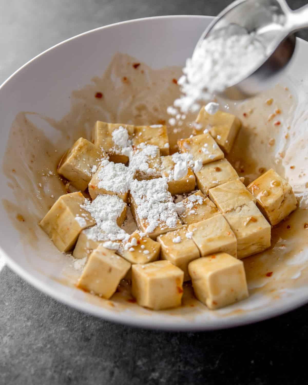 sprinkling cornstarch on tofu